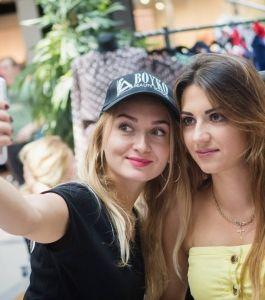 Boyko_Beauty_School_Sky_Mall_Shopping_Brunch_003